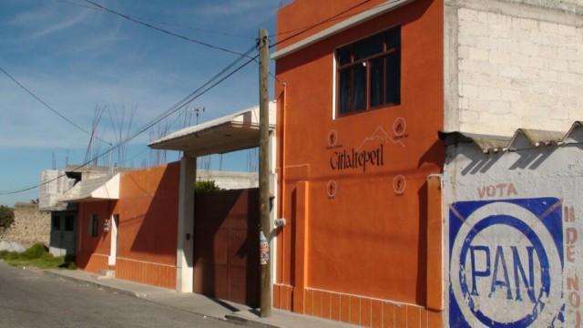 На фото вход в отель Joaquin Canchola Limon