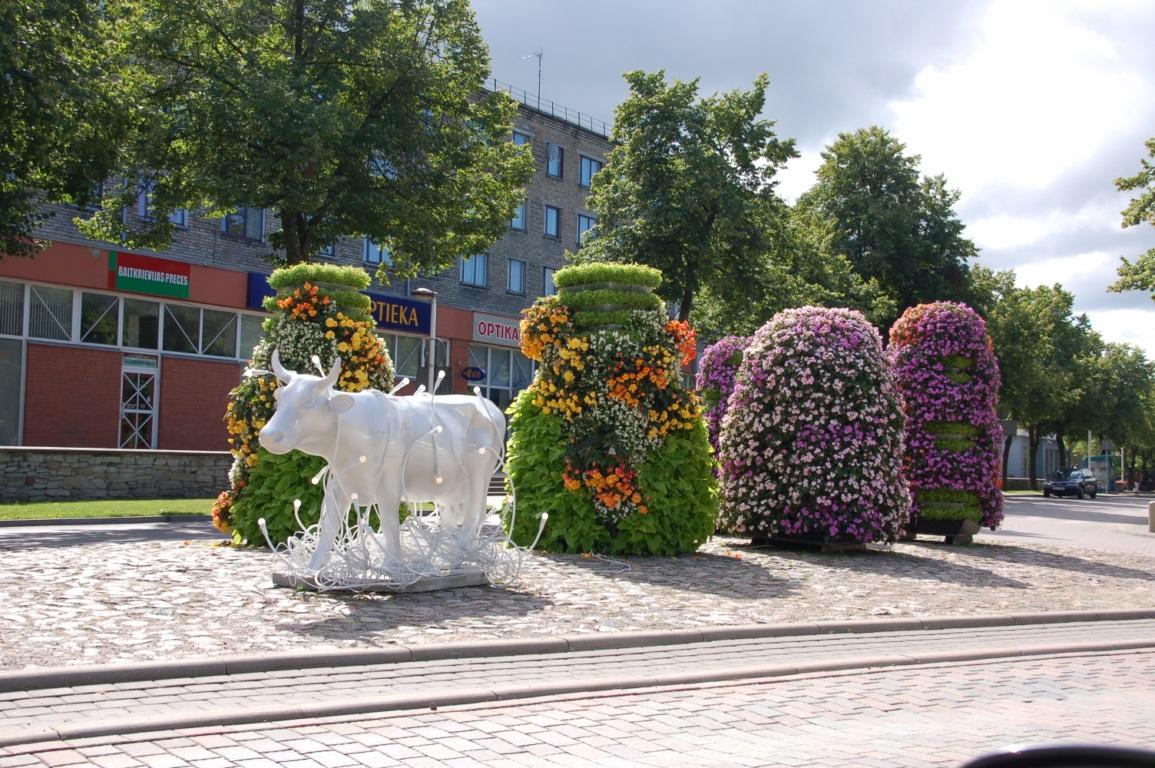 Венспилс - ещё одна коровья скульптура