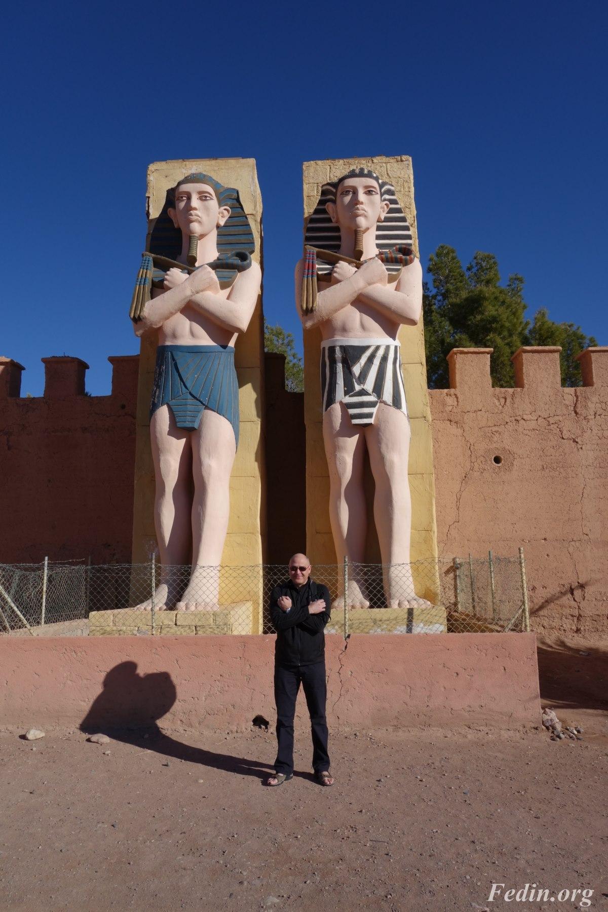 В киностудии, Марокко